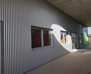 Gestión de obras en colegio de Sobradiel, de fachada ventilada minionda