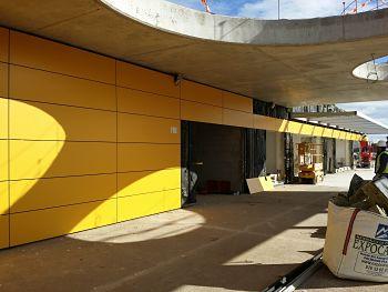 Gestión de obras en colegio de Sobradiel, fachada ventilada TRESPA amarillo