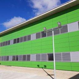 Gestión de obras en colegio de Sobradiel, de fachada ventilada TRESPA verde