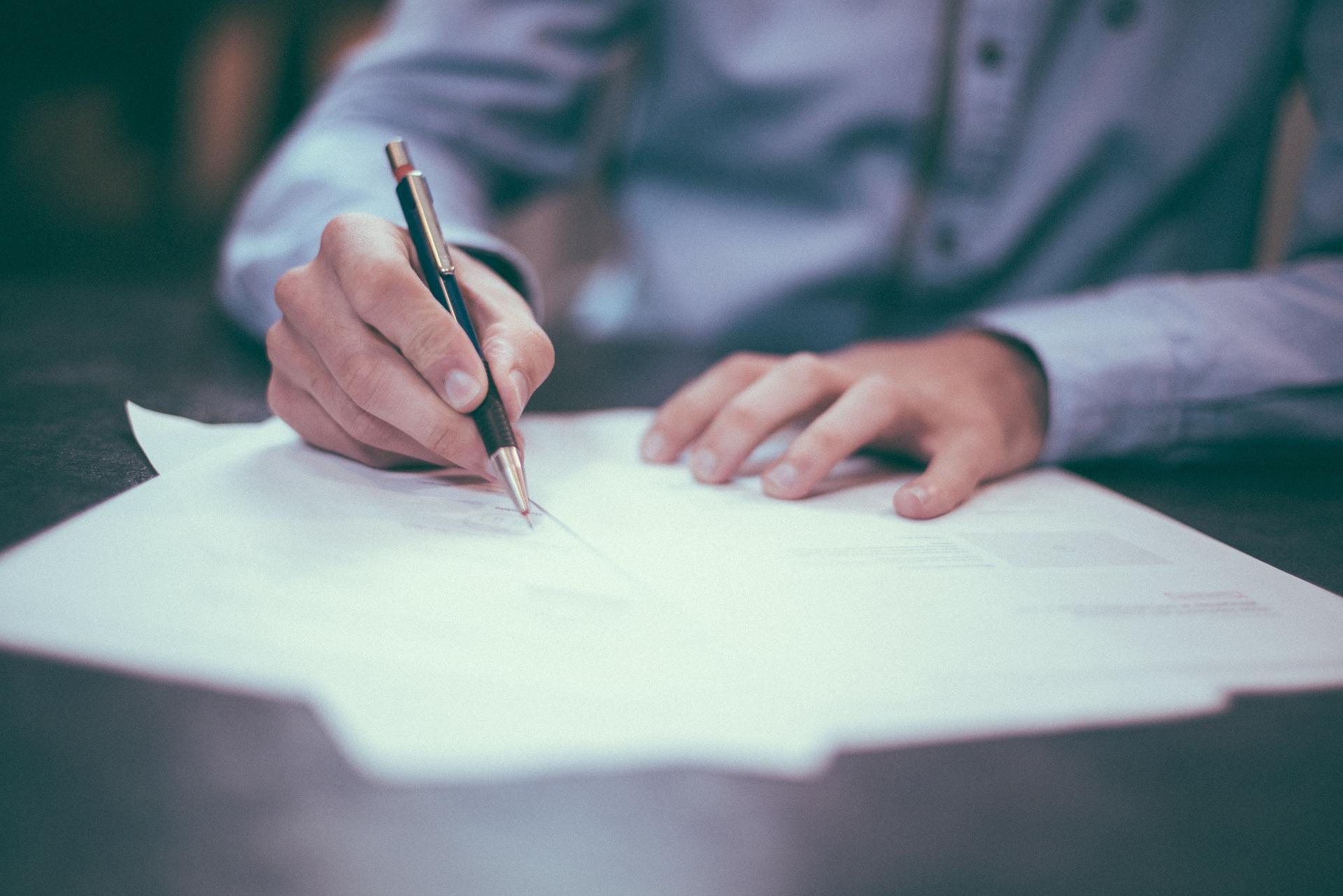 firma de licencia de apertura y actividad