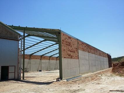 Muros de hormigón en proyecto de una nave agrícola