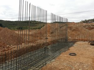 Cimentación de muros en nave agrícola en Villanueva de Huerva (Zaragoza)