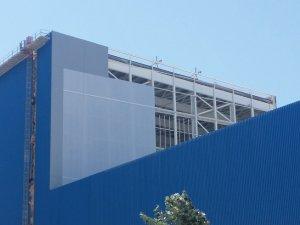 Gestión de obra en fachada de Industrial Químicas del Ebro