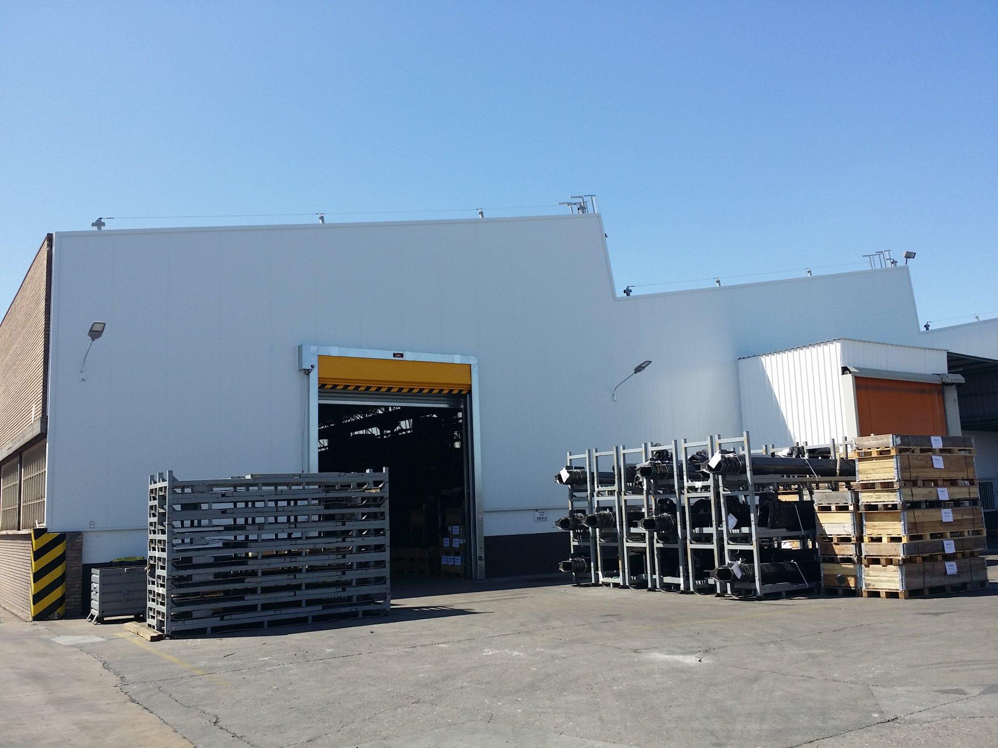 Rehabilitación fachada en nave industrial de Hiab Cranes en Zaragoza