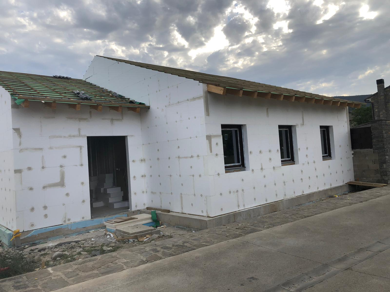 Vivienda Unifamiliar tipo passivhaus con estructura steel frame en Boltaña